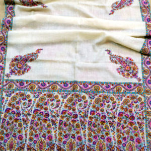 Daisy Antique Paisley Ascot